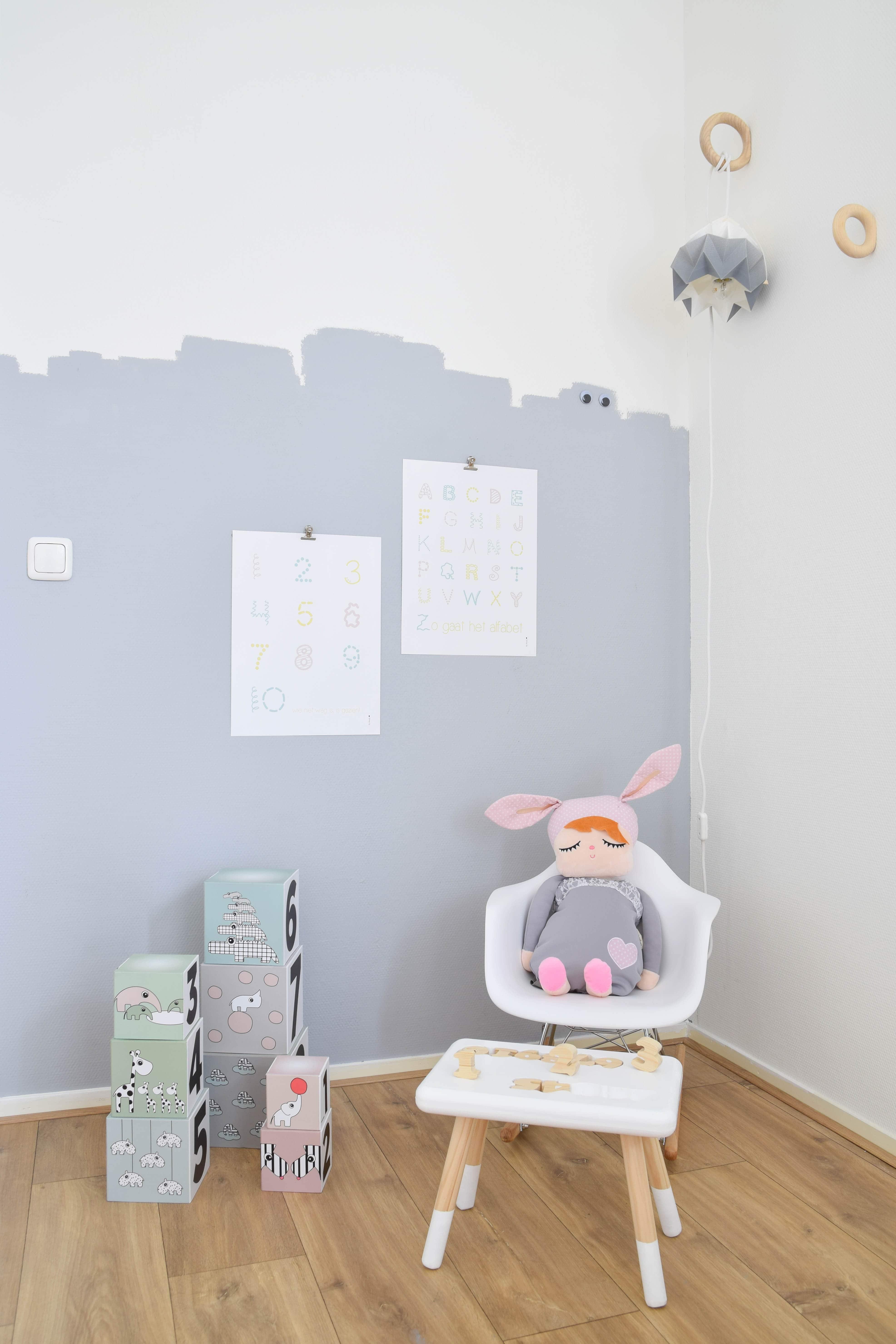 lambrisering babykamer meisje