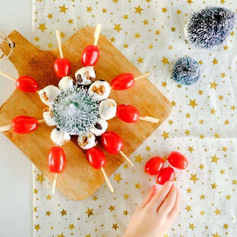 Hapjes maken voor het kerstontbijt op school