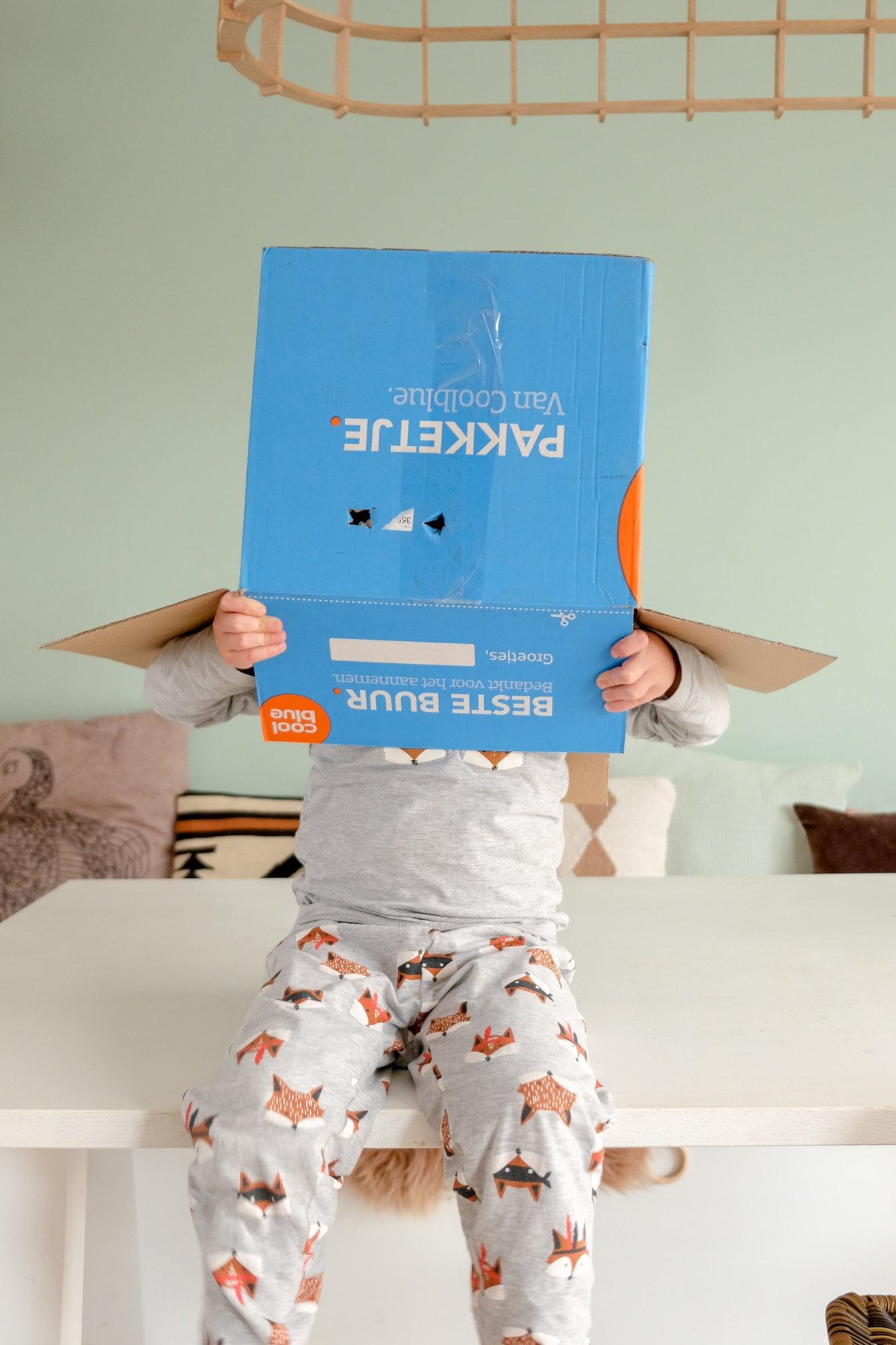 coolblue blauwe doos foto