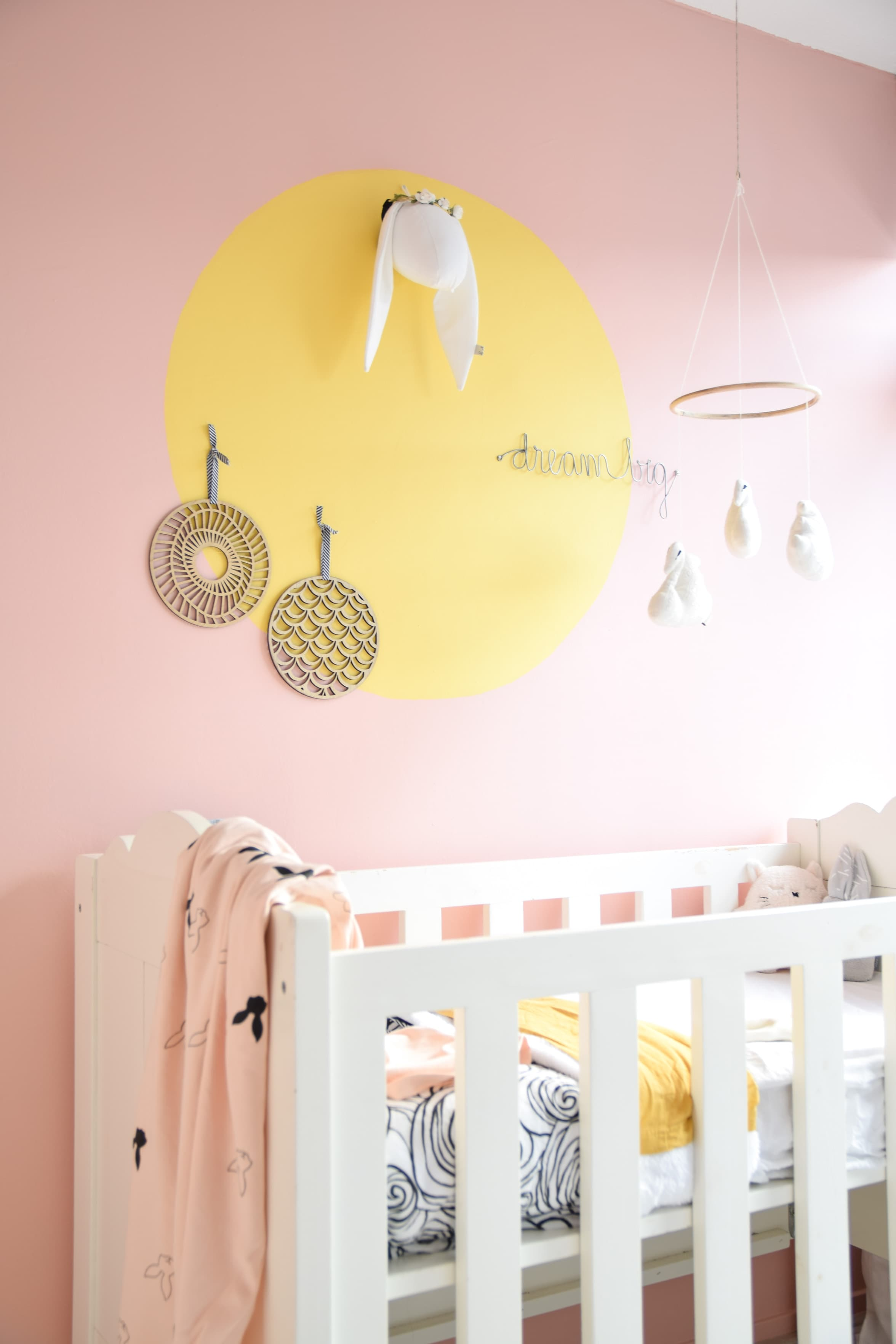 cirkel schilderen op de babykamer