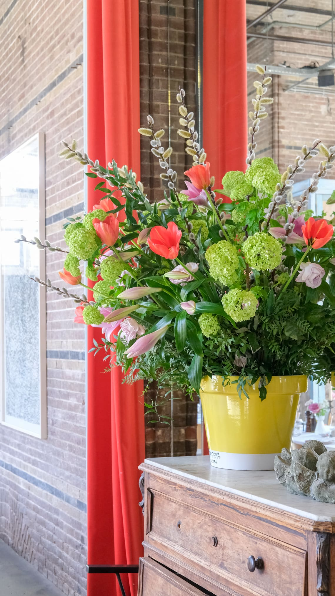 pantone bloemen vaas