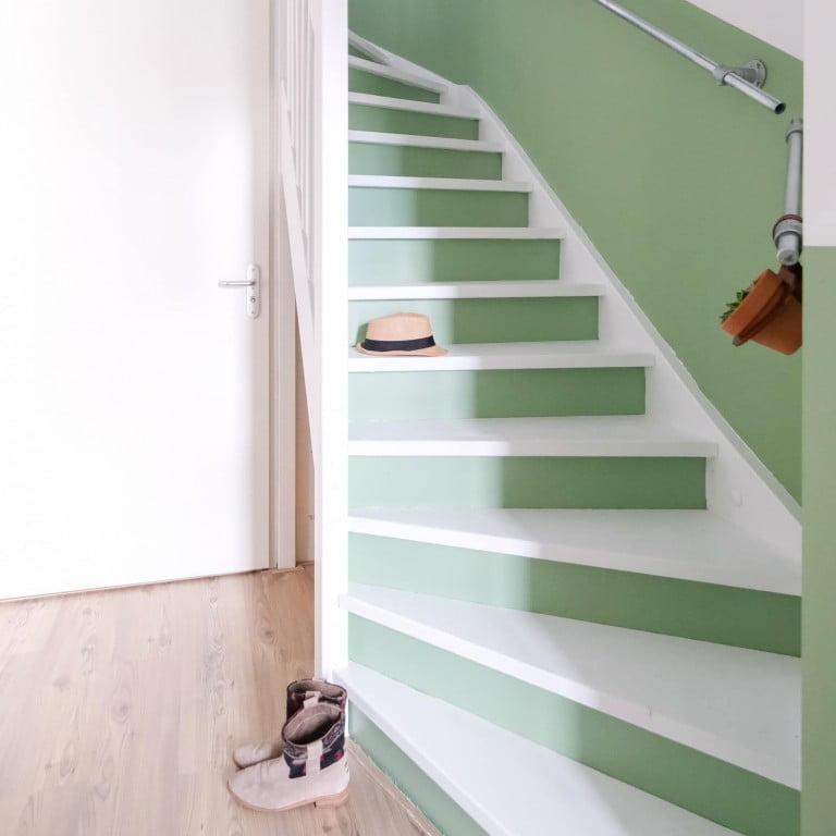 DIY: Een rechte lambrisering langs de trap