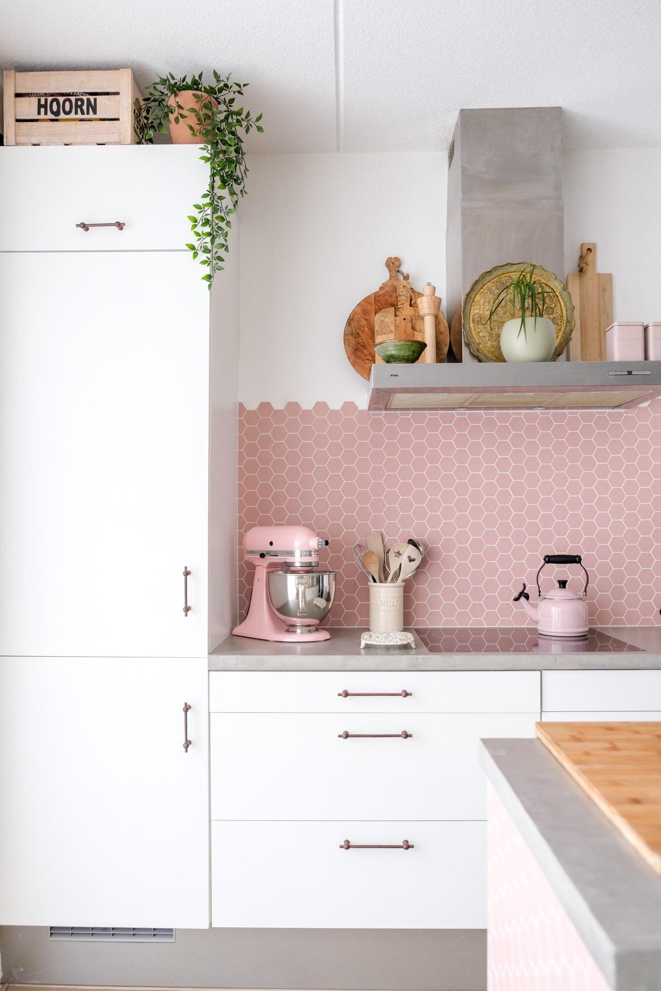 roestkleurige handvatten keukenkastjes
