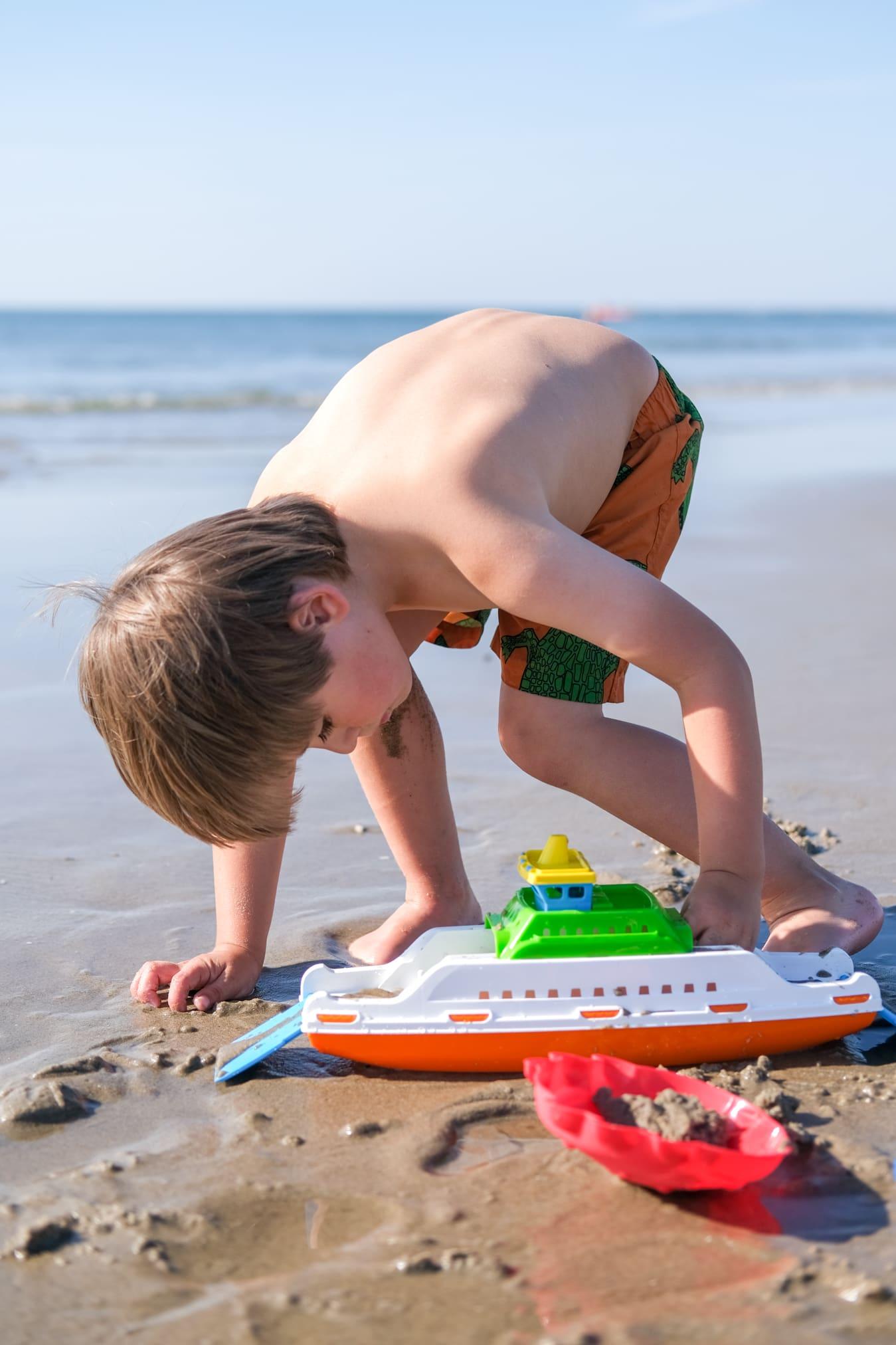 spelen op het strand van texel