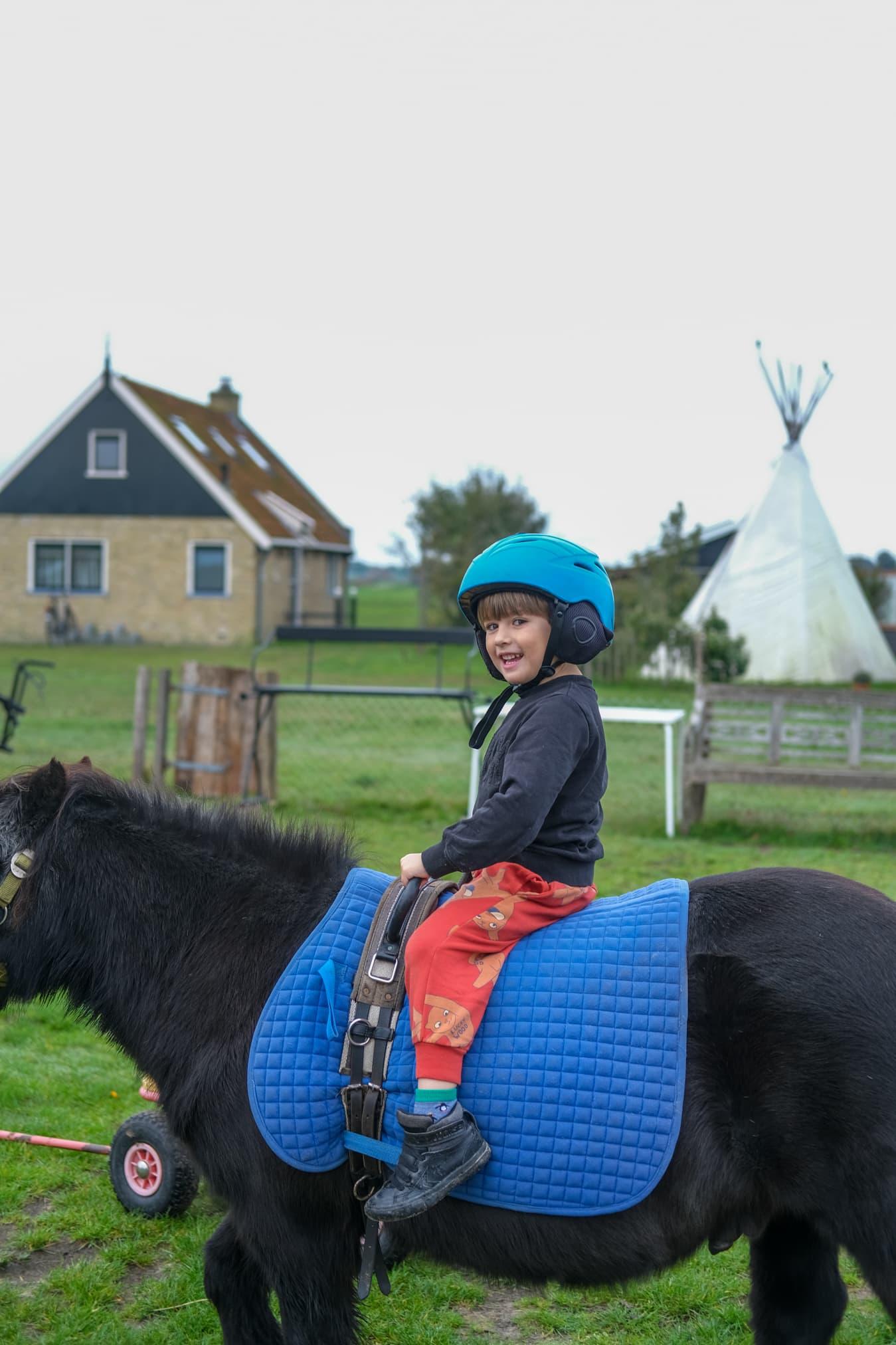 pony rijden kleuters