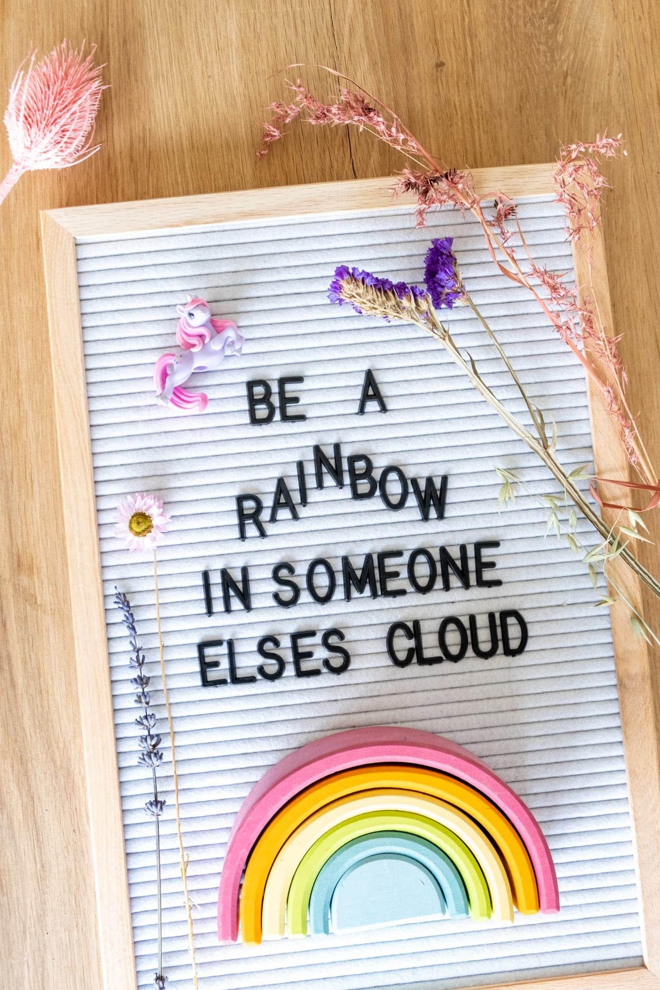 tekst over regenboog kinderkamer