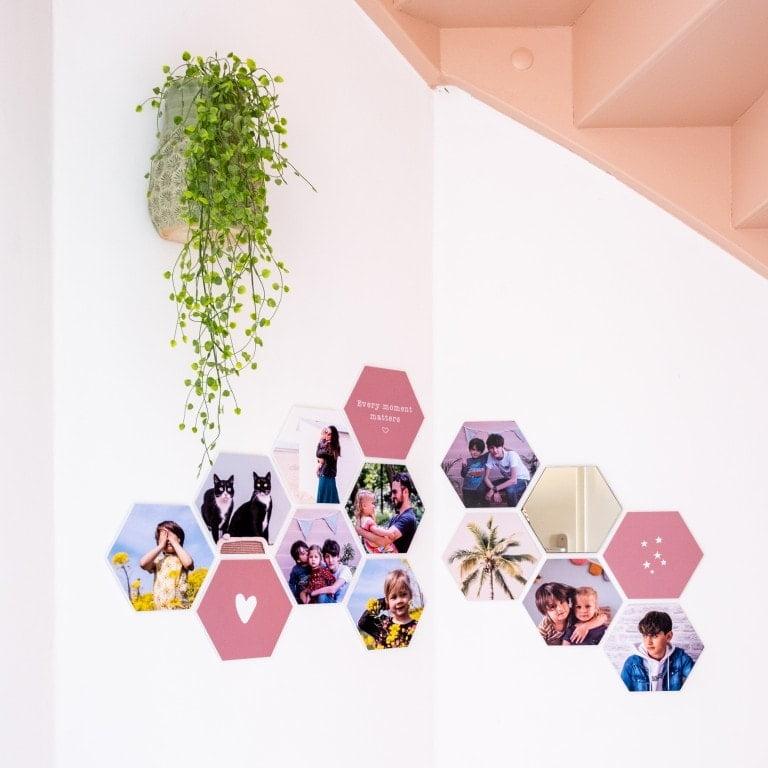 modulari hexagon foto's in een hoek hangen