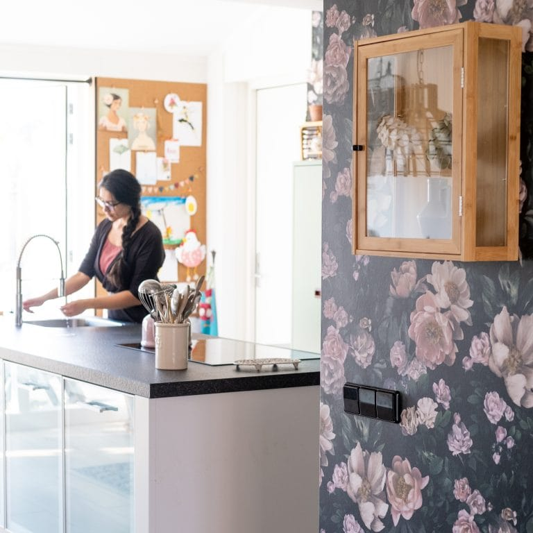 behang met bloemen in de keuken binnenkijker